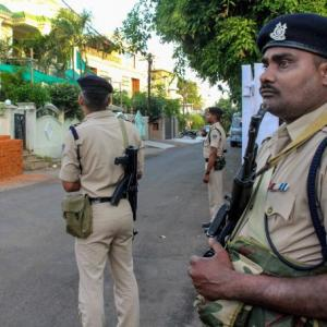 Taxmen raid houses of Kamal Nath's aides; cops clash