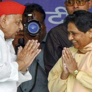 Sharing a stage, Mulayam & Mayawati praise each other