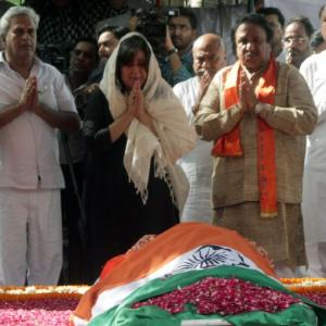 Sushma Swaraj cremated, daughter performs last rites