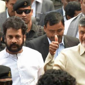 PREDICT: How many Lok Sabha seats Naidu/Jagan will win