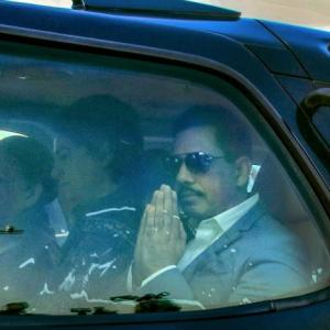 Robert Vadra gets bail; asked not to leave country