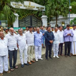 SC asks K'taka speaker to decide on rebel MLAs