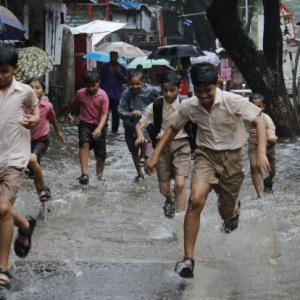 PHOTOS: 1st spell of monsoon shower submerges Mumbai