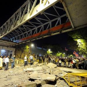 6 dead, 31 injured as foot overbridge collapses in Mumbai