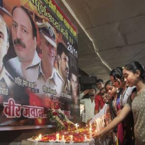 PHOTOS: Mumbai pays homage to 26/11 martyrs