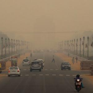 Delhi remains shrouded in toxic haze for 3rd day