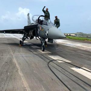 Tejas makes arrested landing, India enters elite list