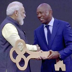Modi presented keys to Houston at 'Howdy, Modi' event