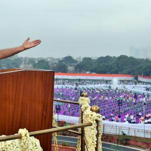 PM pushes for self-reliant India in I-Day speech