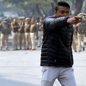 Man fires at anti-CAA march; shouts 'Yeh lo Aazadi'
