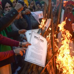 On Lohri, farmers in Delhi to burn copies of agri laws