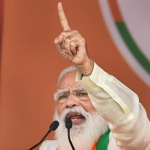 PM accuses Mamata of betraying people of Bengal