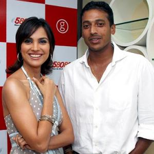 Bhupathi gets engaged to Lara Dutta