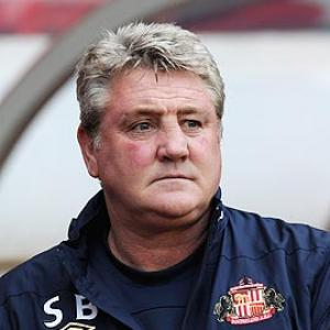 Sunderland manager Bruce gets the boot