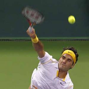Federer produces trademark 'tweener' in Doha win