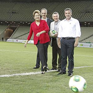 Brazil unveils first stadium for 2014 World Cup