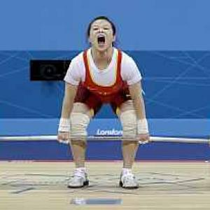 China's Wang eases to victory in 48kg lift