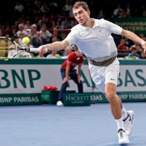 Janowicz polishes off Simon to reach Paris final