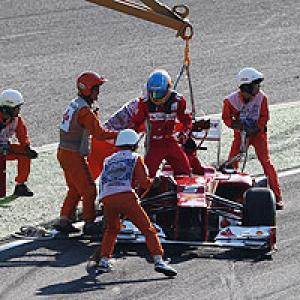 Alonso crashes out of Japanese GP