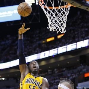 NBA:  Pacers turn up Heat in Miami to level series