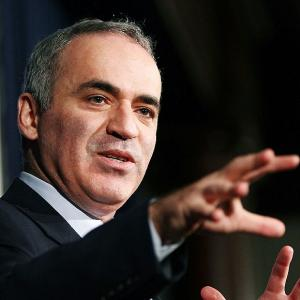 Chess: Kasparov backs Carlsen, says 'new generation deserves new champion'