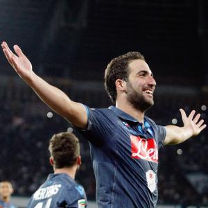 Serie A: Hat-trick for Gonzalo Higuain, stormy win for Inter Milan