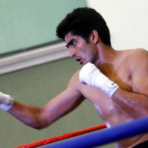 Vijender accepts Amir Khan's challenge to fight in India