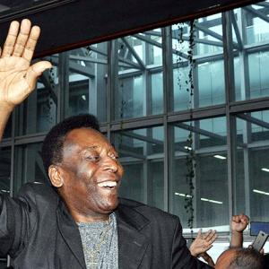Pele returns to rousing welcome in Kolkata