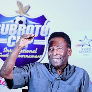 Pele offers to help organise grassroots exchange program with Santos