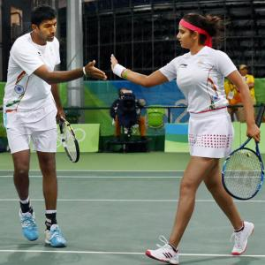 Sania-Bopanna enter quarterfinal, one win away from medal