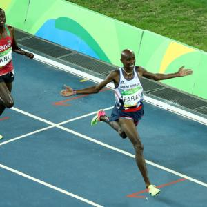Farah sprints to 10,000m defence at Rio Olympics