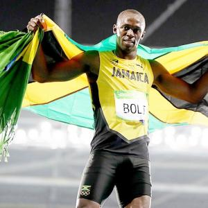 Bolt wins third successive 200m GOLD!