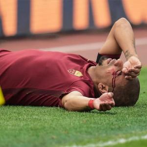 Euro football: Roma win bloody derby; Hamburg record 1st win