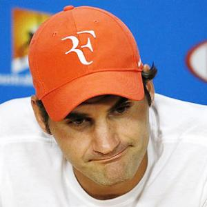 Federer sidelined for a month after undergoing knee surgery