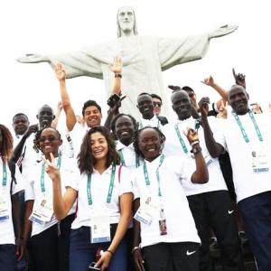 First-ever refugee team ascends to Rio's Christ statue
