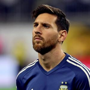 New coach Bauza plans to woo Messi back for Argentina