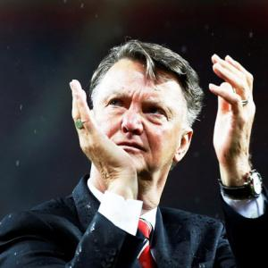 Manchester United sack manager Van Gaal, Mourinho likely to take over