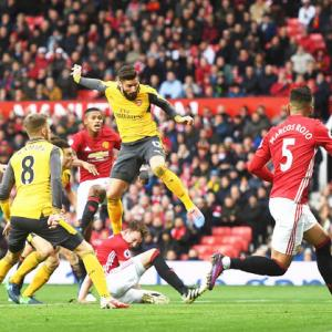EPL PHOTOS: Giroud to the rescue as Arsenal hold Manchester United