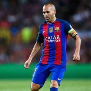 Injured Iniesta faces long spell out for Barcelona