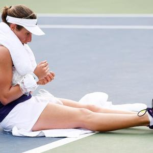 SCARY! Konta collapses but recovers to reach third round