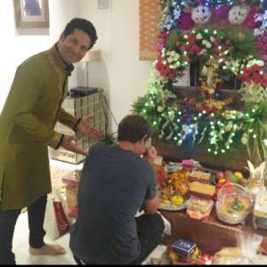Guess who dropped by to seek Bappa's blessings at Tendulkar's...