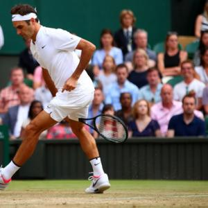 Federer subdues old-school Zverev to reach Wimbledon last 16