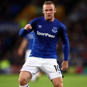 Europa: Rooney makes quiet return to Everton in narrow win