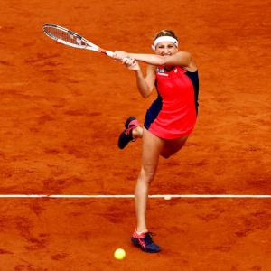 Bacsinszky knocks out French favourite Mladenovic in Paris