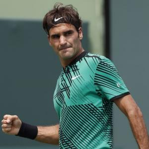Federer cruises past defending champ Mayer into Halle semis
