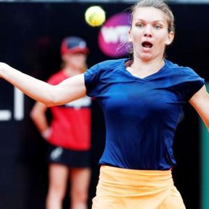 Halep cruises into Italian Open final