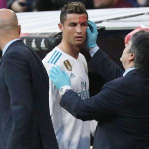 Mirror, mirror on the phone, am I still the fairest of them all? - asks Ronaldo