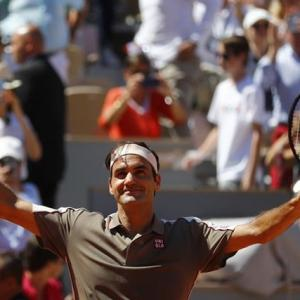 French Open PIX: Federer waltzes into last 8