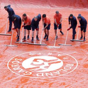 Women's French Open final delayed by men's semis, rain