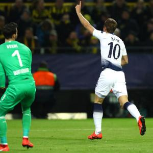 Kane scores as Spurs stroll into Champions League quarters
